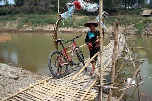 Die 5000 KIP Brücke mit Gegenverkehr