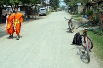 Mönche auf dem Weg - ein gutes Omen