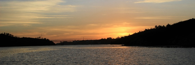 Sonnenuntergang am Mira Fluss