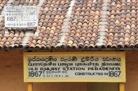 Der Bahnhof Peradeniya hat schon ein paar Jahre auf dem Buckel