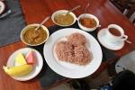 Jetzt erstmal ein deftiges Sri Lankan Breakfast