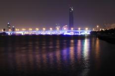 Die Al Garhoud Brücke zieht ordentlich Strom