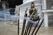 Rauch im Gangaramaya Tempel