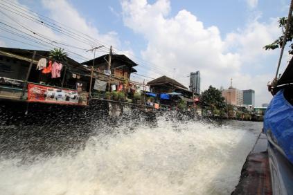 Klong Boat gibt Vollgas