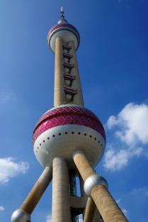 Der Oriental Pearl Tower macht einen eher unorientalischen Eindruck