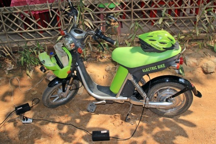 Green E-Bike beim Regenerieren