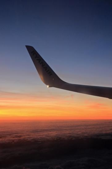 Vor der Sonne über den Wolken