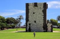 Torre del Conde mit Maßstab