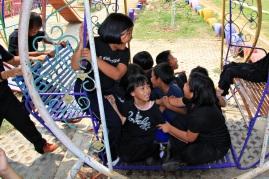 Wieviel Kinder passen in eine Schaukel