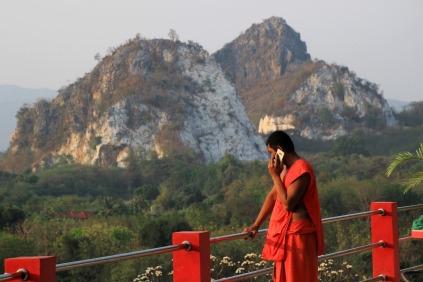 Mobile Monk am Wat Tham Mongkorn Thong