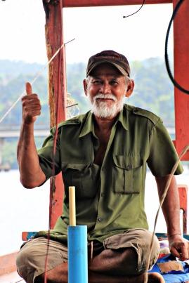 Der alte Mann auf seinem Boot