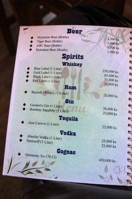Reichhaltiges Angebot - im Shwe Taung Yan odert man die edlen Spirituosen dann offenbar auch gleich per Liter