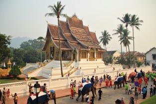 """Da waren wir glatt Zeuge der Neujahrsprozession """"Chang Hieng Koei"""" von Wat Mai bis Wat Xienthong"""