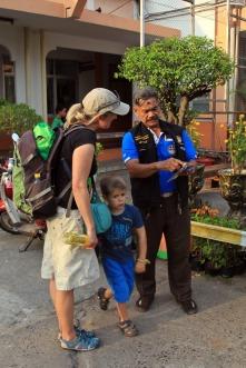 Freundliches Personal am Bahnhof von Ubon
