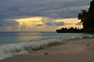 Sonnenaufgang am Sumur Tiga